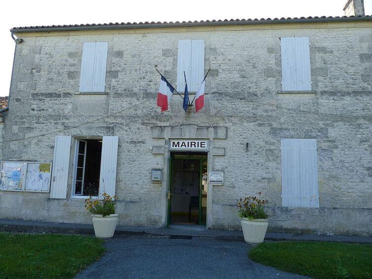 Coulonges17 mairie.JPG