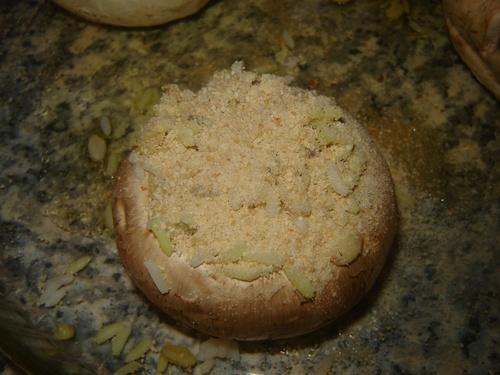 Riz aux pistaches et champignons farcis.