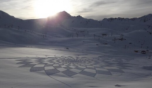 Snow Art Simon Beck 25 640x373 Simon Beck Crop Circle dans la neige