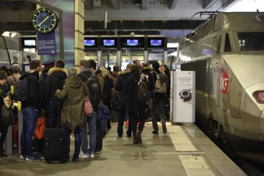 ILLUSTRATION. Trois syndicats sur quatre ont lancé un préavis de grève illimité à la SNCF dès ce mardi soir. 60% des TGV , 50% des Transiliens et 45% des Intercités seront assurés