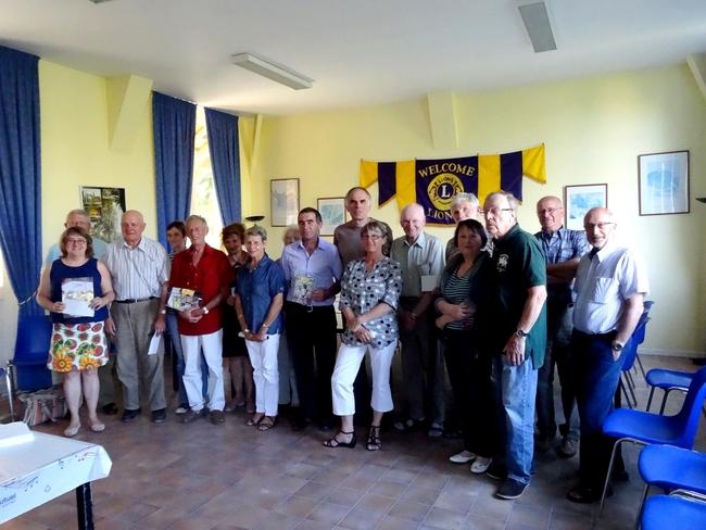 Le Lion's Club de Châtillon sur Seine a remis  de généreux  chèques aux associations de la ville