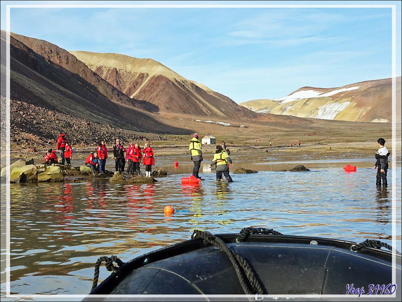 """Retour vers l'Austral qui va ensuite prendre la direction du village de Grise Fiord (ᐊᐅᔪᐃᑦᑐᖅ ou Aujuittuq, """"le village qui ne dégèle jamais"""") - Ellesmere Island - Nunavut - Canada"""
