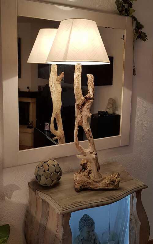 très belle lampe en bois flotté