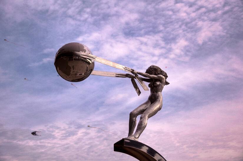 Sculptures en bronze de Lorenzo Quinn.