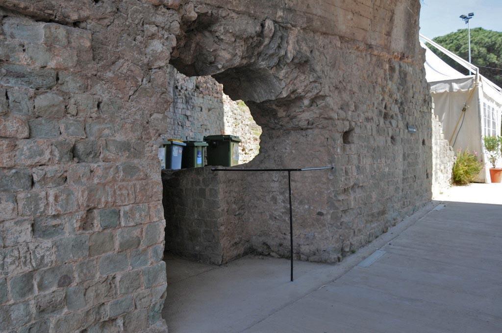 L'amphythéâtre de Fréjus...la sortie de l'arène
