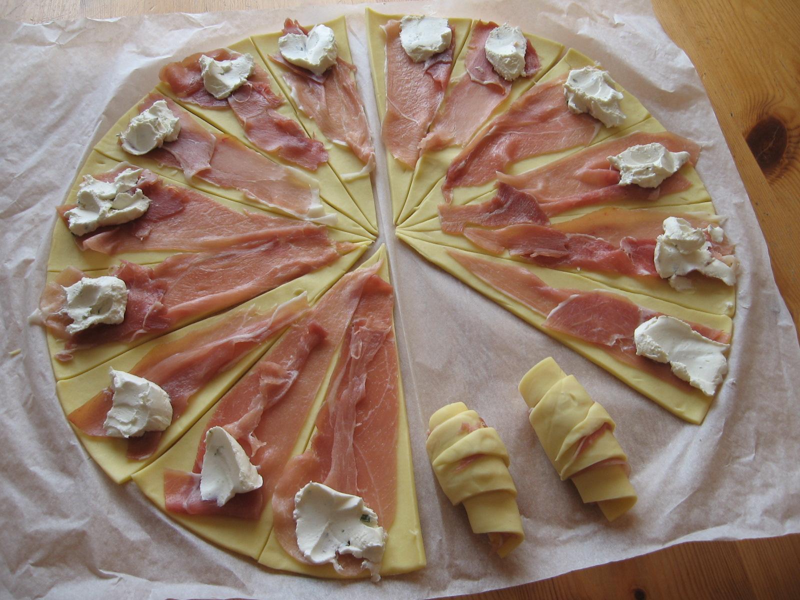 mini croissants au jambon sec et au parmesan chez mireille d