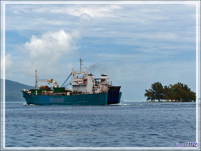 Le bateau Hawaiki Nui sortant du port de Uturoa - Raiatea - Polynésie française