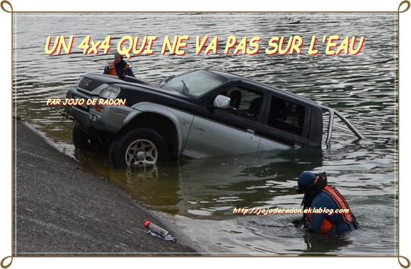 UN VÉHICULE DANS LE CANAL