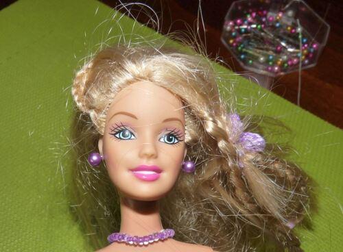 Barbie : Pose de boucles d'oreilles