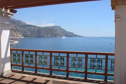 Villa grecque sur la Côte d'Azur...