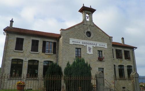 """La """" maison d'école """" à Ordonnaz"""