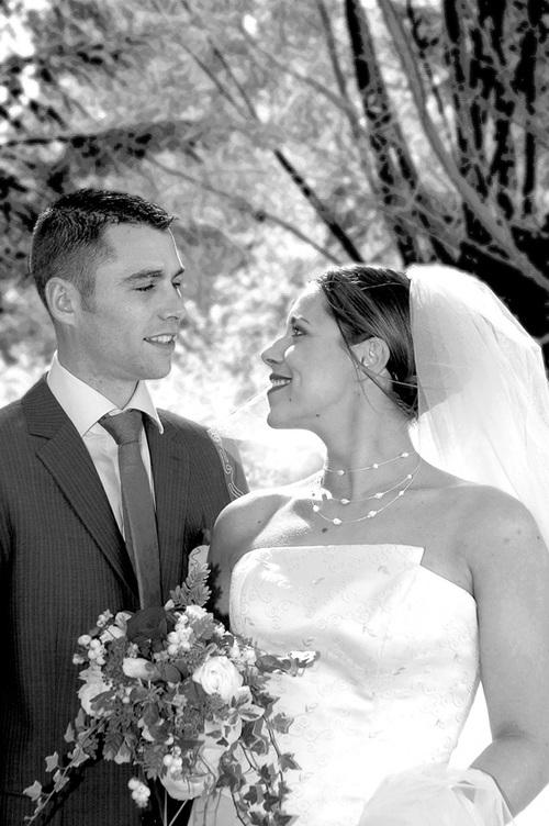 Le charme vintage du noir et blanc en photo de mariage