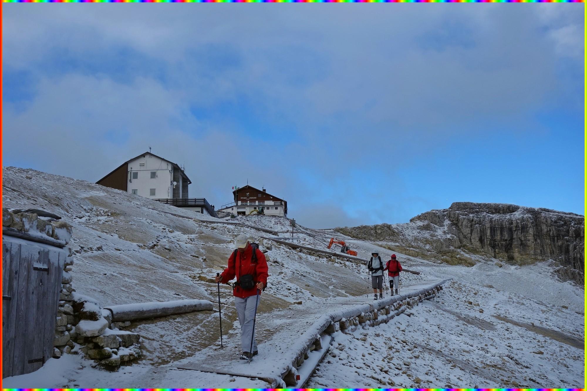 Au départ du Rifugio Lagazuòi avec une fine couche de neige