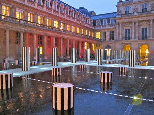 Buren colonnes rénovées nuit Palais Royal 4