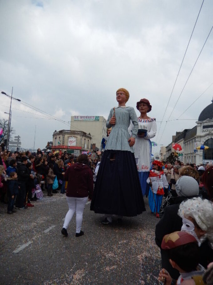 Le Carnaval défilait ce dimanche 13 Mars à Limoges sous un soleil mitigé  ( 2/2 )