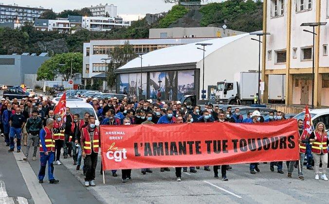 La manifestation pour la reconnaissance du risque lié à l'exposition à l'amiante a eu lieu à l'heure de pointe, mardi 14septembre, à Naval Group, à Brest.