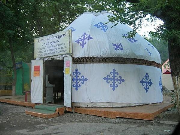 800px-Kazakhyurt