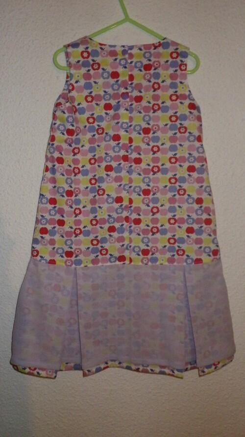 Une robe pour Clara et un pull léger pour Florent.