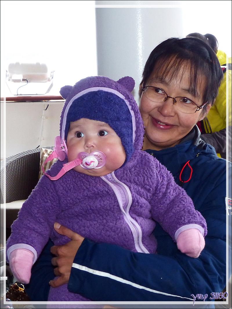Deux jeunes et superbes visiteurs inuits - Kullorsuaq - Groenland