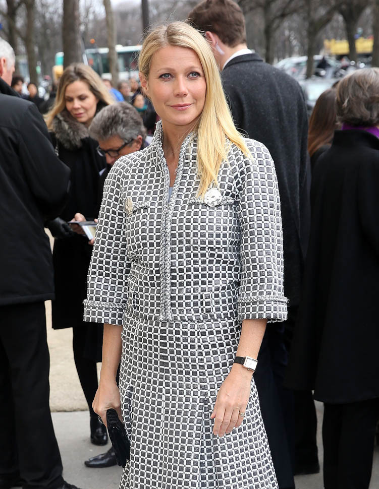 PARIS, FRANCE - 26 janvier: Gwyneth Paltrow arrive à la Chanel Haute Couture Printemps Eté 2016 montrent le cadre de la Semaine de la mode de Paris, le 26 Janvier, 2016, Paris, France. (Photo par Danny Martindale / GC Images)
