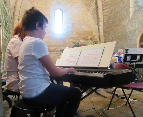 France-Accordéon et ses claviers ont donné un superbe concert dans la chapelle de Layer sur Roche (commune de Bissey la Côte)
