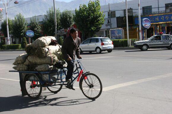 scène de rue à Lhasa;