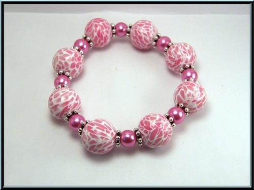 Bracelet élastique perle fimo rose effet mozaïque et perle en verre