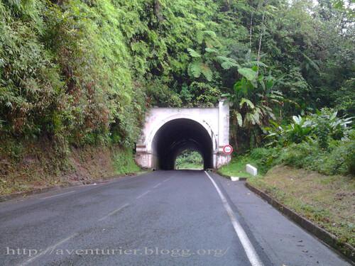 Tunnel sur la route de la trace