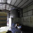 D'abord un vaste hangar ...