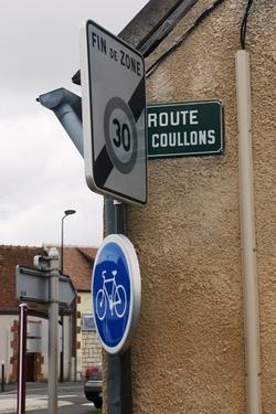Une plaque de rue pour contorsionnistes