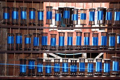 Les bobines bleues des tisserands de la soie au lac Inle