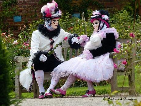 Costumés Vénitiens dans les jardins de Valloires
