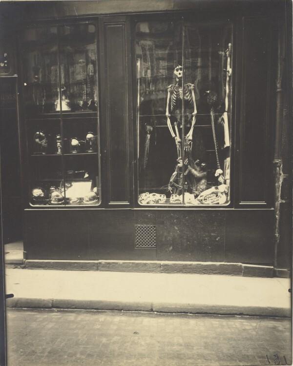Atget Paris Naturaliste rue de lcole de mdicine 600x750 Le Paris de 1900 par Atget