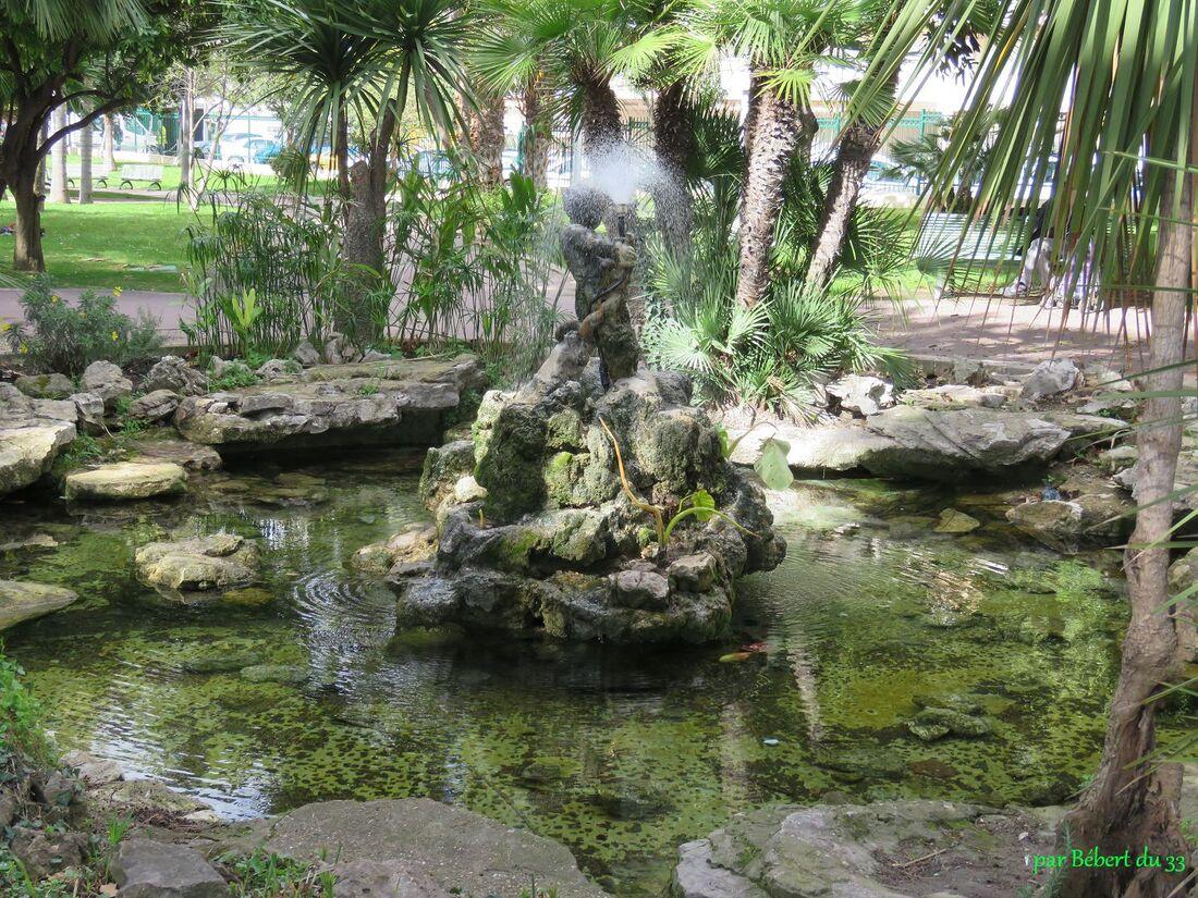 une fontaine à Cannes