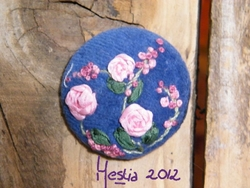 bouton velours aux roses