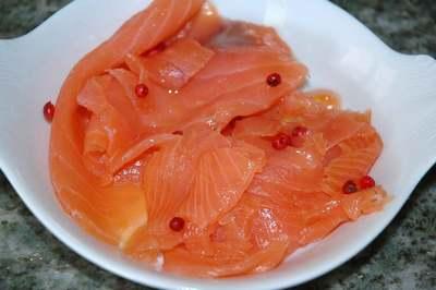 Verrines asperges, carpaccio de saumon, pamplemousse et fruits de la passion
