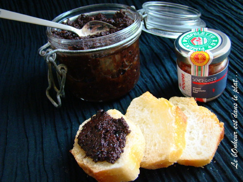 Tapenade noire au piment d'Espelette.