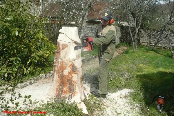 Une superbe statue en bois de Jeanne d'Arc réalisée à Essarois