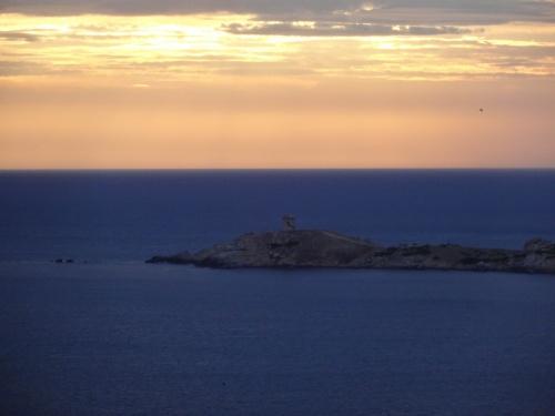 Crépuscule sur la tour de Cargèse