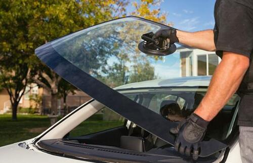 Selecting an Auto Glass Service Technician