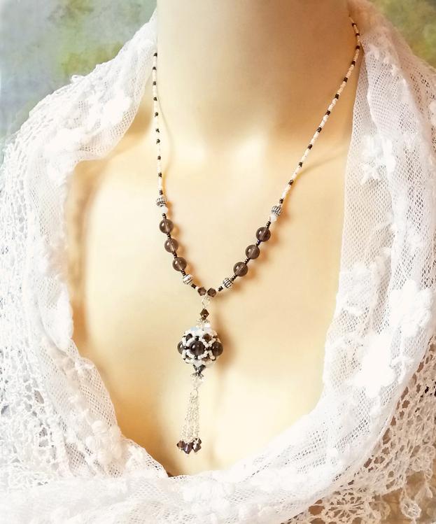 Collier pendentif Perle tissée à l'aiguille, Pierre de Quartz fumé et cristal de Swarovski / Argent 925