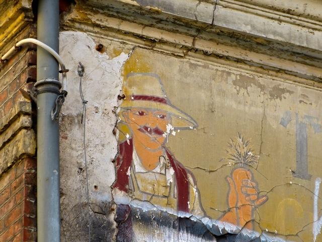 Murs peints publicitaires démolis à Saint-Denis
