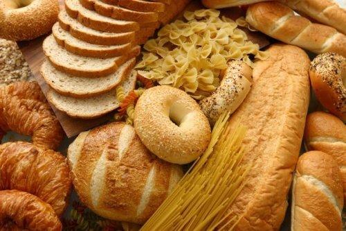 Différents pains et croissants