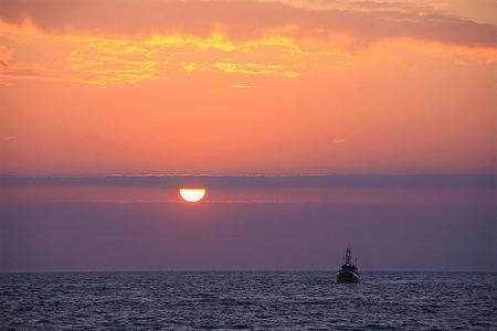 coucher-de-soleil-mer_diapo_crt_page_1_colonne.jpg