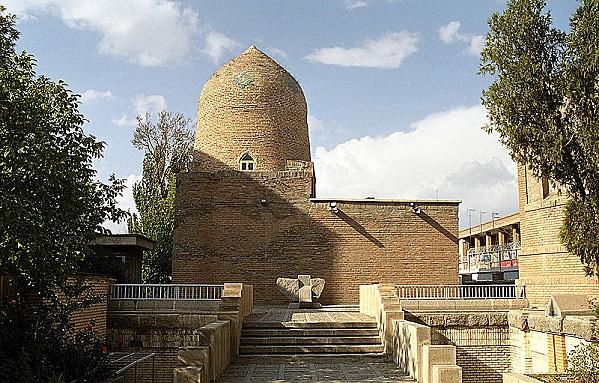800px-Hamadan - Mausoleum of Esther and Mordechai