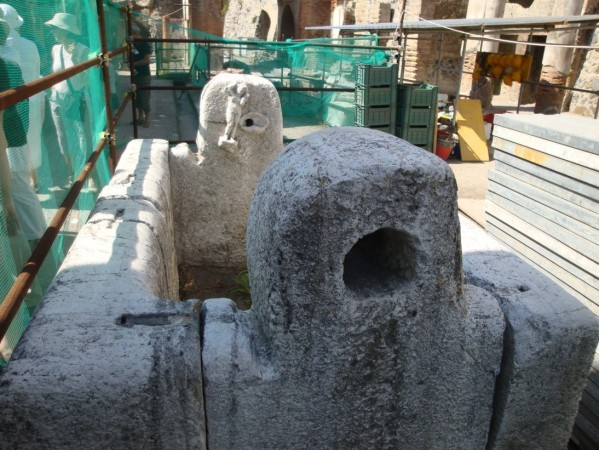 Herculanum, bassin à deux fontaines