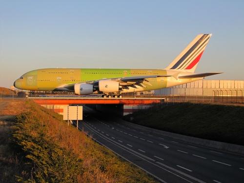 Des Airbus A 380 Sur le pont.