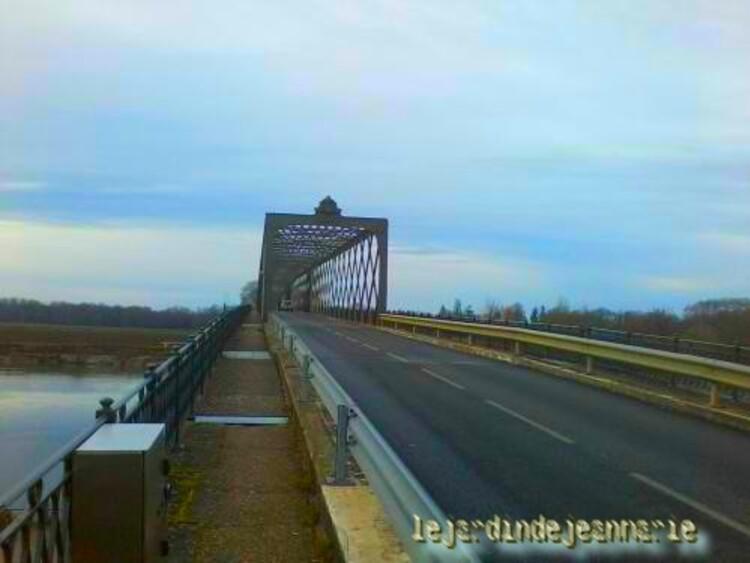 le pont de Cadillac qui traverse la garonne