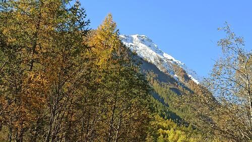 La neige fait son apparition sur les sommets alpins.