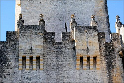 Photos de la façade du château de Roquetaillade (Gironde)